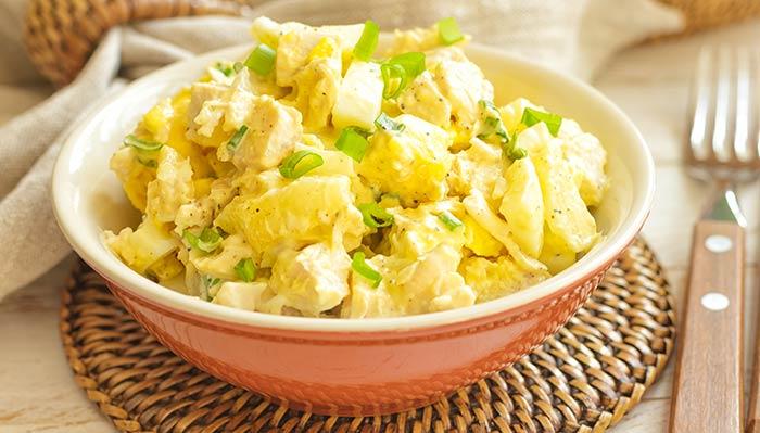 Салат с грудинкой и ананасом