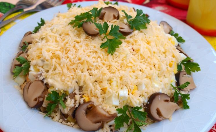 Вкусный салат с курицей и грибами рецепт с